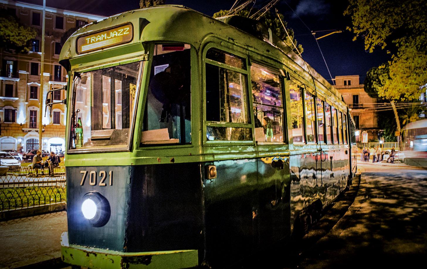 Tutta la magia di Roma a bordo del Tramjazz