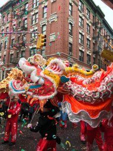 Chinatown si trasforma in un fiume rosso per celebrare il nuovo Anno del Cane