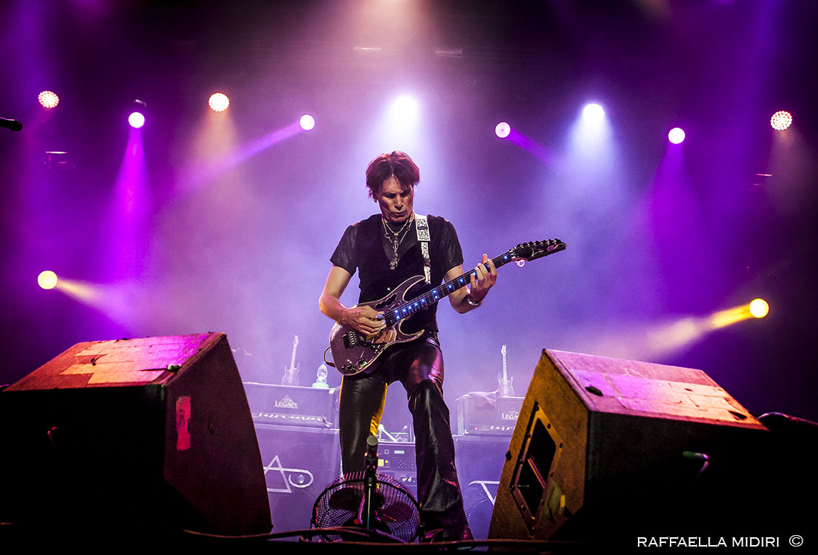 G3: Joe Satriani, Steve Vai e The Aristocrats infiammano il palco del Rock in Roma 2016